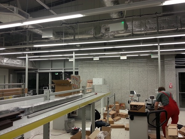prace-nad-montazem-instalacji-klimatyzacji