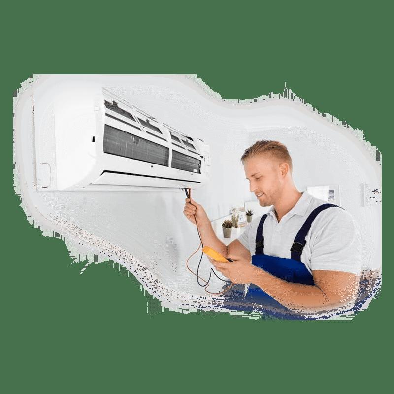 Serwisant klimatyzacji w pracy