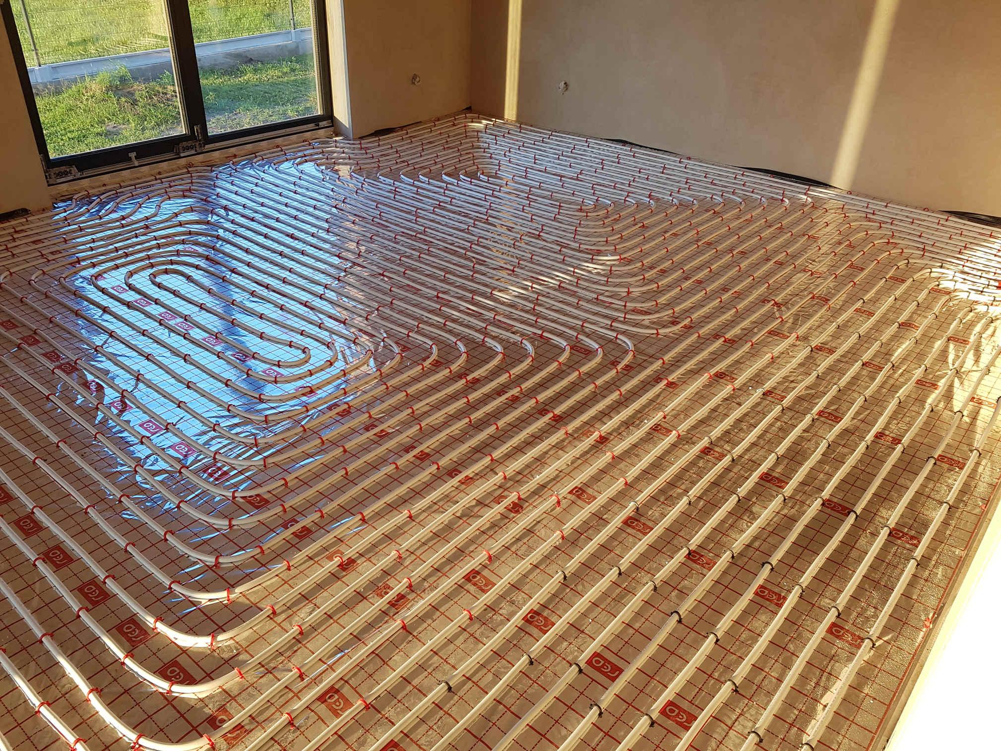 Podłoga po położeniu instalacji ogrzewania