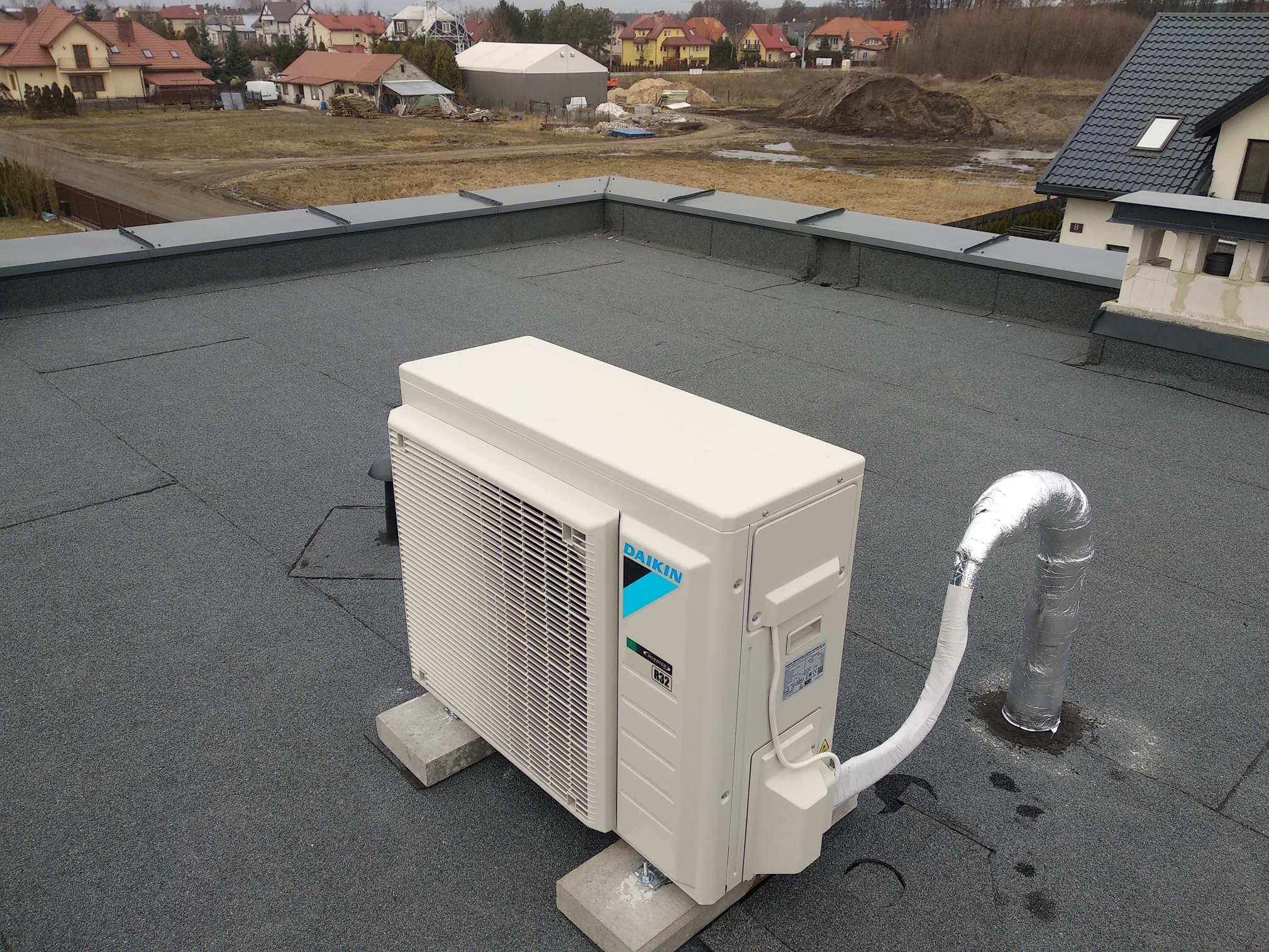 realizacje-klimatyzator-daikin-jednostka zewnętrzna-dach